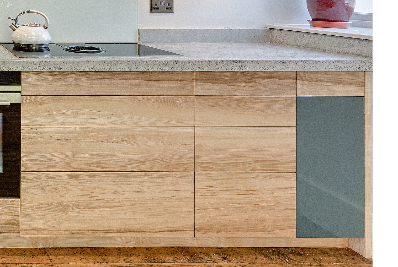 Clean Living Ash And Concrete Kitchen Hout